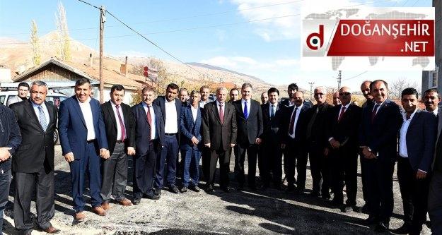 Büyükşehir Belediyesi Doğanşehir'de 56 km asfalt, 55 bin m2 kilit taşı çalışması yaptı