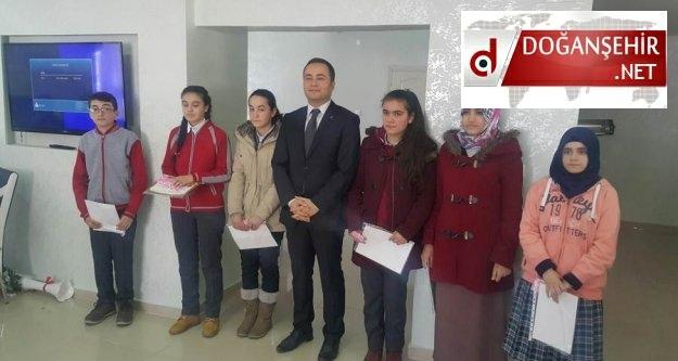 Doğanşehir Kaymakamlığı Teog Sınavında  Başarılı Olan Öğrencileri Ödüllendirdi