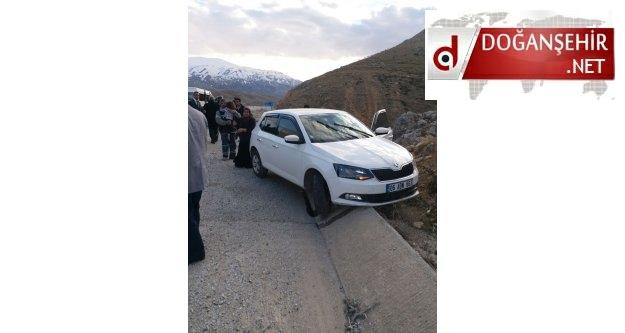 Erkenek'de Yolunda Kaza 2'si Çocuk 4  Yaralı