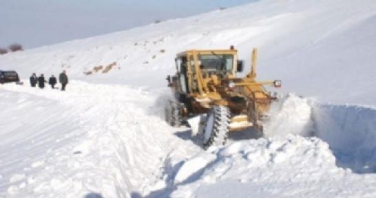 Malatya da kar yağışı nedeniyle 24 köyün yolu ulaşıma kapandı
