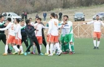 Doğanşehir Belediyespor  Maçında Kavga Çıktı.